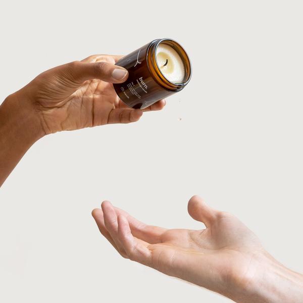 Comment faire couler la cire de la bougie de massage