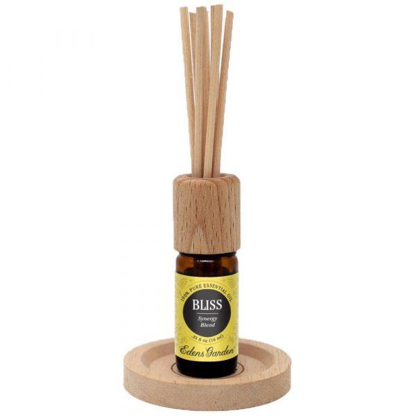 Tige de roseau diffuseur dans une bouteille d'huiles essentielles